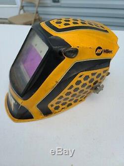 Miller Cat Edition 1 Digital Elite Auto Darkening Welding Helmet (281006)